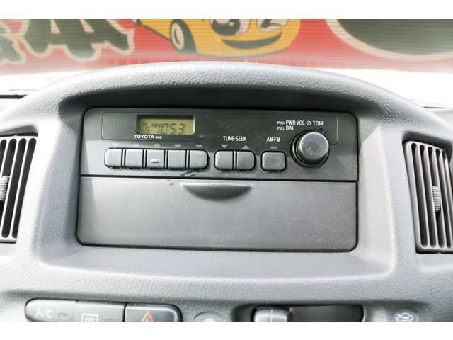 オーディオはラジオデッキとなっており、純正の物となっております。