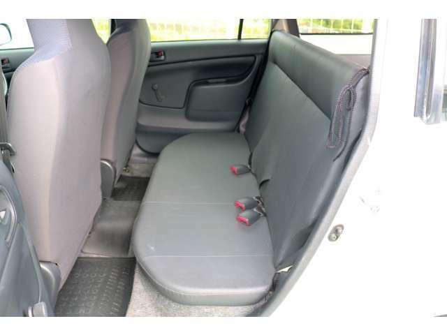 座席もほとんど傷んでおりません。