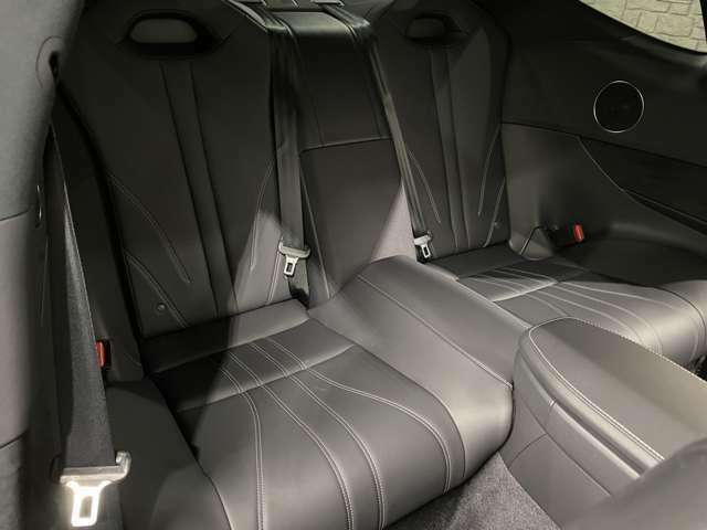 ★純正オプション前後ドライブレコーダー搭載★後席シートも使用感は無く非常に状態は良好です♪目立った傷、汚れ等全く御座いません(^^♪