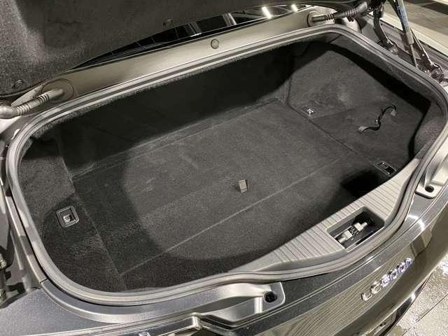 いかがでしょうか、車検付、法定整備込みのこの価格!装備もバッチリ充実してオススメのお車♪是非お早目のご検討を宜しくお願い致します(^^♪