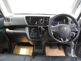 すっきりした運転席周りにはエアコンの操作パネルを設置しておりますので、お一人での運転でもご安心できます。