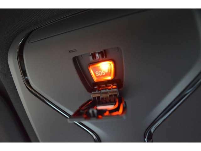 スイッチ操作で簡単にスライド、チルト・アップができる電動ガラス・サンルーフ搭載。