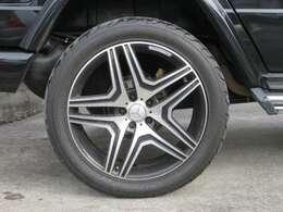 G65仕様の22インチアルミホイールが装備されています。タイヤの溝もたっぷり!