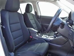 運転する人を中心に機能や装備がレイアウトされたドライビングポジションは、ドライバーの負担が少なく運転操作が楽にできるよう造りこまれています。