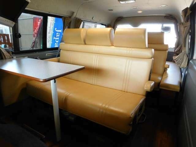 多彩なシートレイアウトでミニバンの様な3列シートも可能です。