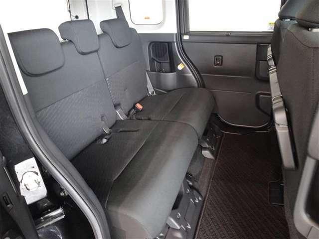 人の触れるシートは念入りに清掃、消臭を実施しております。