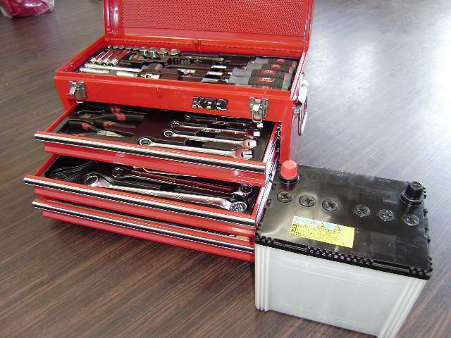Bプラン画像:【STARTパック内訳】 ・エンジンオイル交換・オイルエレメント交換・ワイパーゴム交換・バッテリー交換・ブレーキオイル補充・ウォッシャー液補充・LLC(冷却水)補充