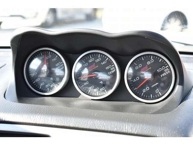 STi3連メーター☆水温・油温・油圧となっております。