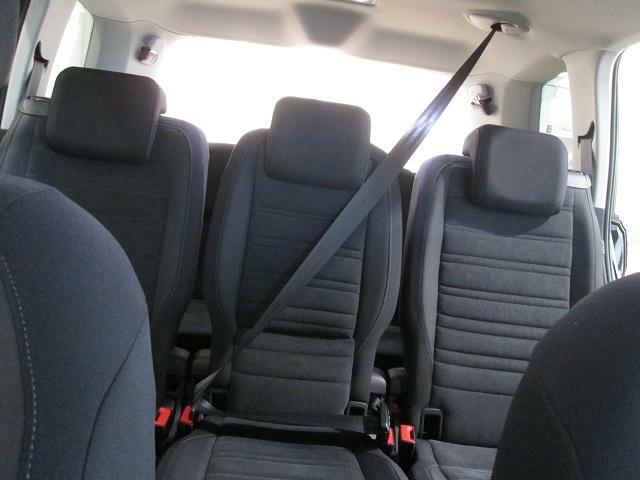 リヤ席、3列目まで全席3点式シートベルトで安全です。さすがVW!