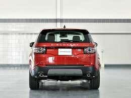 見切りが良く運転しやすいランドローバー伝統のコマンドドライビングポジションを受け継いだモデルです