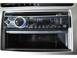 【CDステレオ(FM・AMラジオチューナーつき)】お気に入りの音楽を聴きながら、快適にドライブできます。