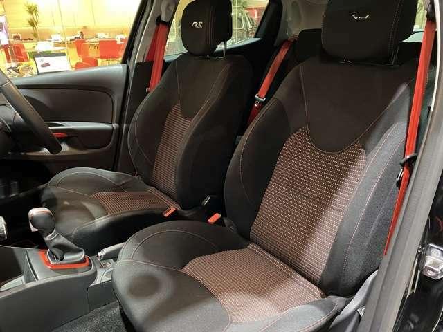 サイドのサポートが優れており、座ると座面が沈み込み体を包み込んでくれるシート!
