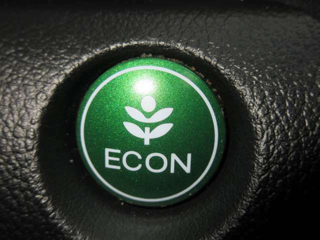 エンジン、エアコンなどを制御し低燃費な『ECONモード』に、また走りを楽しみたいとき、空調など快適性を重視したいときにはスイッチOFFで通常モードに切り替えができます!