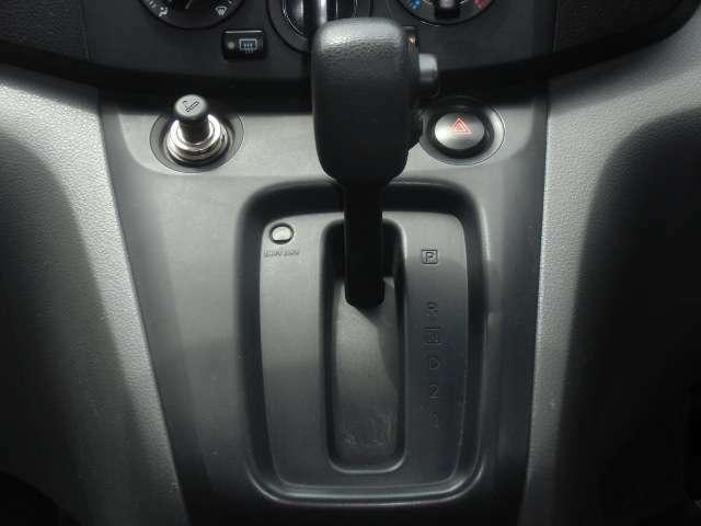 保証項目は、エンジン/オートマ/電装品/エアコン/ブレーキ関係合計180項目が対象です。期間は1年間限定ですが、加入後走行5万キロまで保証です。車両により料金が異なりますので、金額は直接お尋ねください。