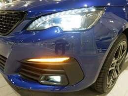フルLEDヘッドライトを標準装備。