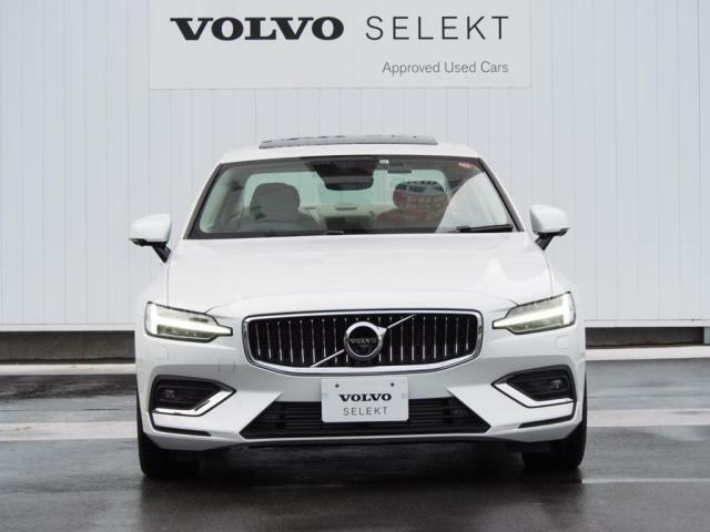 自信に満ちあふれ、高い運動能力を備えながらも、エレガントな雰囲気を漂わせるS60は、優れた北欧デザインの本質そのものです。