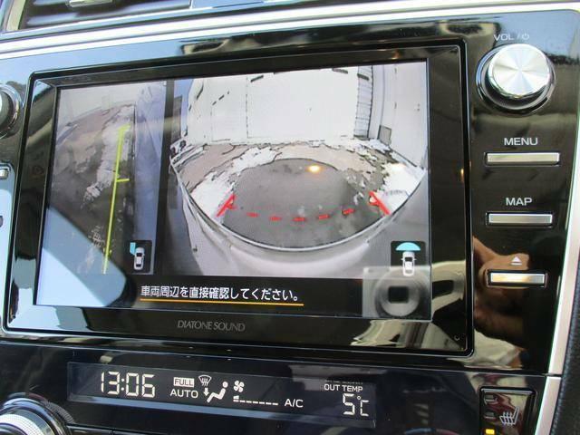 サイドビューモニターカメラ。助手席側ドアミラーに装着されたカメラ映像をマルチファンクションディスプレイに表示、死角となる左前方の様子を確認出来ます。
