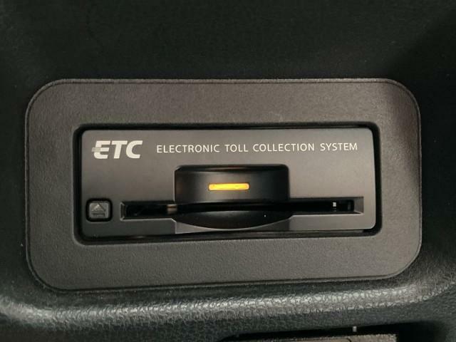 ナビと連動のETCはビルトインタイプですっきりと収まり、高速でのゲートの通過も容易にしてくれるアイテムです^^