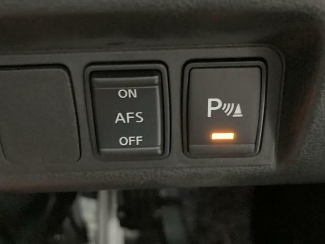 AFSやコーナーセンサーボタンがハンドル下には装備されております。