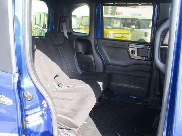 リアシートもゆったり快適に座っていただけますので、後部座席にお乗りの方も楽しくドライブに参加していただけます。