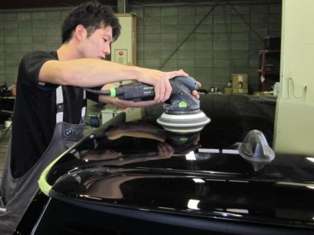 Bプラン画像:コーティングの仕上がりはボディの下地から。熟練の職人が念入りにあなたのお車を磨きます、お任せください。