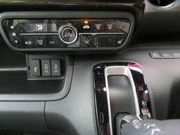 ☆暖かい座面シートヒーター付き☆ iPhoneやUSB機器などの音楽を再生できるジャックや、充電用USBジャックが2個付いています。iPhoneやスマートフォンの充電が出来て便利ですよ。