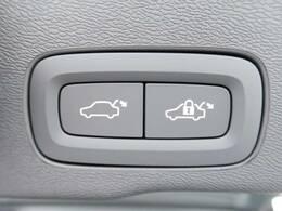 キックセンサー付き電動テールゲート♪重たい荷物やお子様を抱いていて両手がふさがっていても、バックドアを開け閉めできる便利な機能となっております♪
