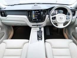 B&Wプレミアムサウンド付き!!ボルボのSUV、XC60のハイオク仕様上級グレードが大分に入庫致しました!パイングレーメタリックと白本革のシートが高級感を演出している1台です♪ぜひ店頭でご覧ください!