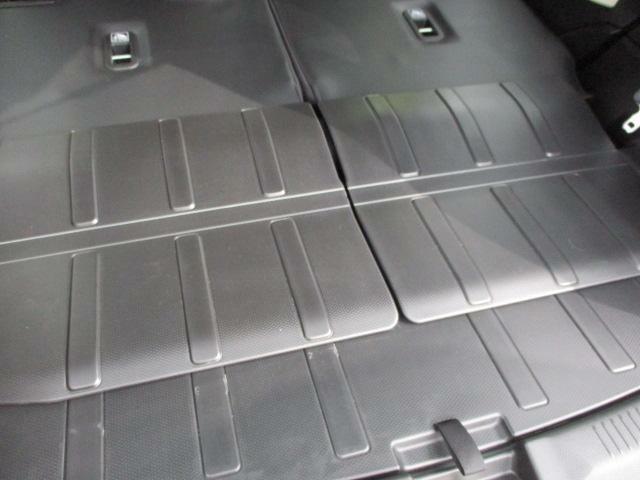 防汚タイプのラゲッジフロアです。汚れを拭き取りやすい素材を使用しています。