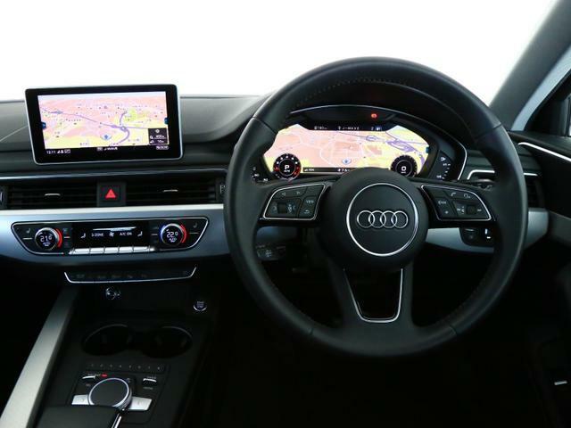 マルチファンクション付革巻きステアリング…オーディオ操作をはじめ、平均燃費や平均速度を含めた車両情報の確認・ブルートゥースオーディオ・電話の操作を行えます。