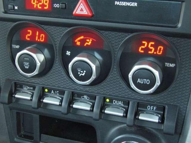 【オートエアコン機能付き】お好きな温度に設定すれば、自動的に温度を調節、車内の快適空間をサポート致します!!