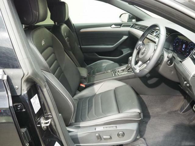 本革シートシートヒーター電動シートシートマッサージも付いております。
