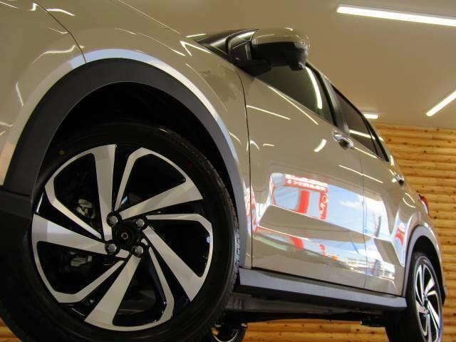 【純正アルミホイール】装着!純正アルミホイールはサイズやデザインがその車専用で作られており、トータルバランスが◎、かつ丈夫に作られています!