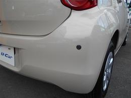 車庫入れなどバック走行時、障害物に反応するコーナーセンサーが付いてます。