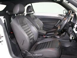 乗降しやすく、ロングドライブでも疲れにくいザビートル独自の革シート構造。
