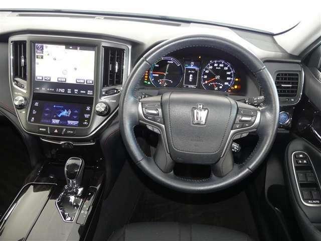 ハンドル周りです。運転している間、長く触れているものだから手に馴染むハンドルがいいですよね。握ると欲しくなっちゃいます♪