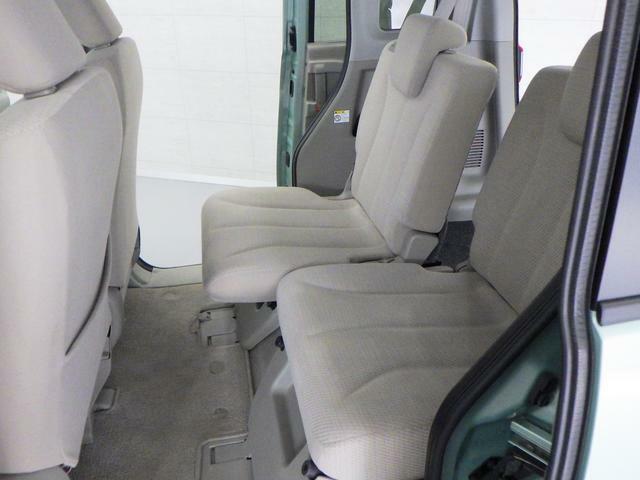 大きなスライド幅があり、シーンに合わせて座席位置の設定ができます。