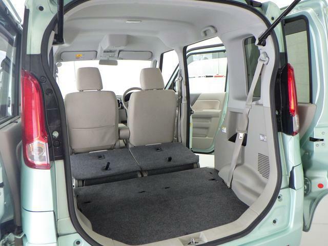 リヤシートを格納すると 多くの荷物を積み込みできます。