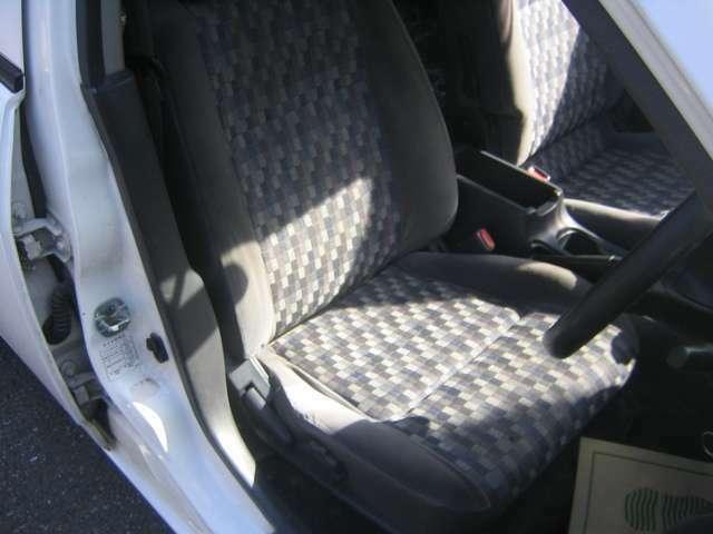運転席のシートになります。