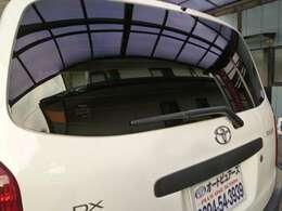 Rワイパー付!荒天時の夜間など、視界性を良くしてくれますのでバック運転も安心です。