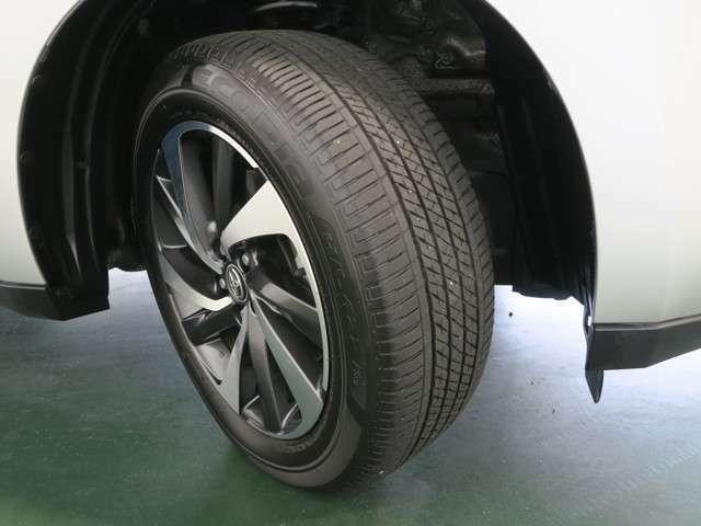 タイヤの残り溝はご覧の通りです!約5ミリ程残っておりますので、まだまだお使いいただけます(^^)
