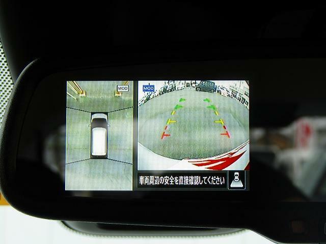 便利なアラウンドビューモニター+バックモニターで安全確認もできます。駐車が苦手な方にオススメな便利機能です。
