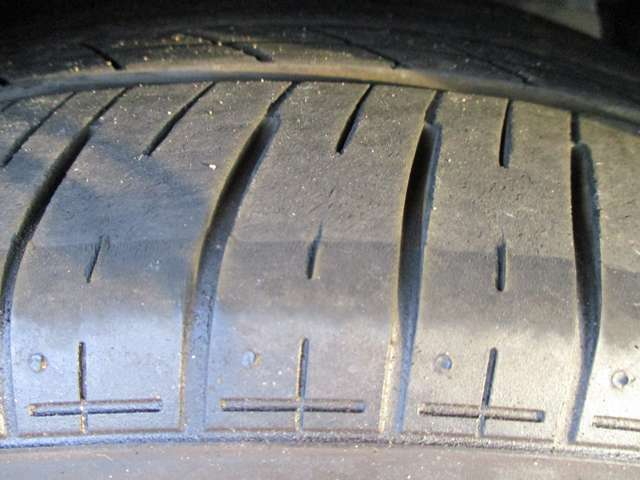 ◆タイヤの溝◆スタッドレスタイヤや中古タイヤも扱っています!