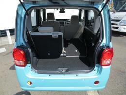 多彩なシートアレンジが可能です☆分割で操作できる便利なリヤシートなので、乗員の人数や積み込む荷物の大きさなど状況に合わせて荷室を広げたりできます♪