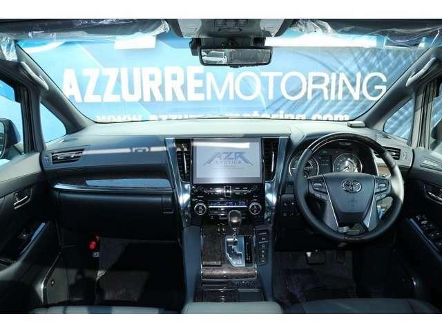 メーカーOP18スピーカーナビ完備! 画面も大きく見やすい画面です! 運転席/助手席も広く、後席と同じく、助手席にもオットマン機能が完備されております!
