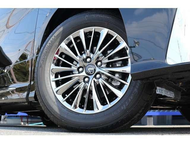 純正17インチホイール! タイヤは、ヨコハマタイヤ! サイズは、Fr・Rr共に225/60R17となります!