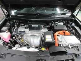 エンジンとモーターの2つの動力を最適な効率で組み合わせる事により、低燃費と走行性能を両立。 排出するCO2も同クラスのガソリン車に比べ大幅に低減しているので、環境にも優しいです♪