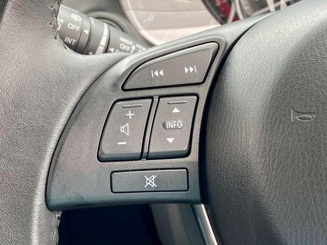 ステアリングリモコン付き!運転中でもハンドルから手を放すことなく、ナビなどの操作が可能です!