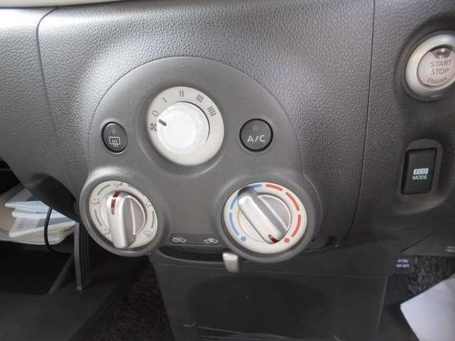 ひねるタイプのエアコン調整つまみです!モードスイッチ(送風口切り替え機能)、デフロスタ(フロントガラスの曇りを取る機能)、内外気切り替え機能の付いた、ベーシックなタイプです!