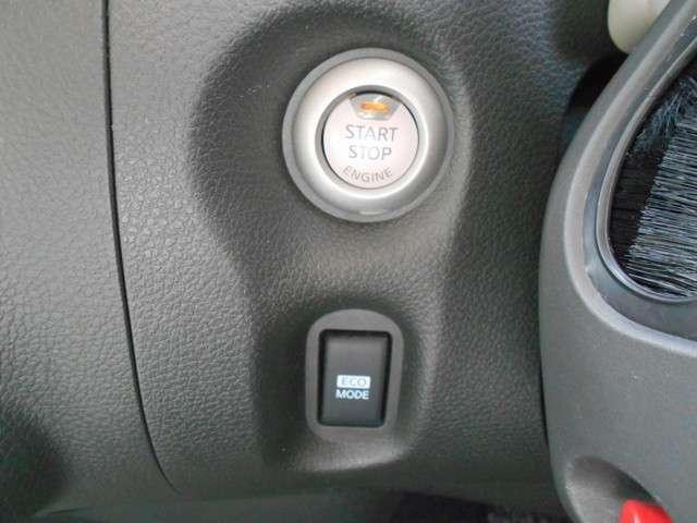 プッシュスタ-トです!キーが車内にあれば、エンジンの始動・停止はブレーキを踏んでスイッチを押すだけ!キーを取り出す手間を省き、ワンプッシュでエンジンを操作するので、簡単スムーズです!